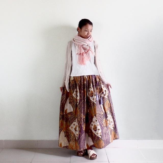 鳥柄/金の縁取りの大人かわいいスカート