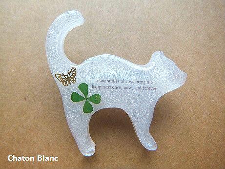 白猫ブローチ