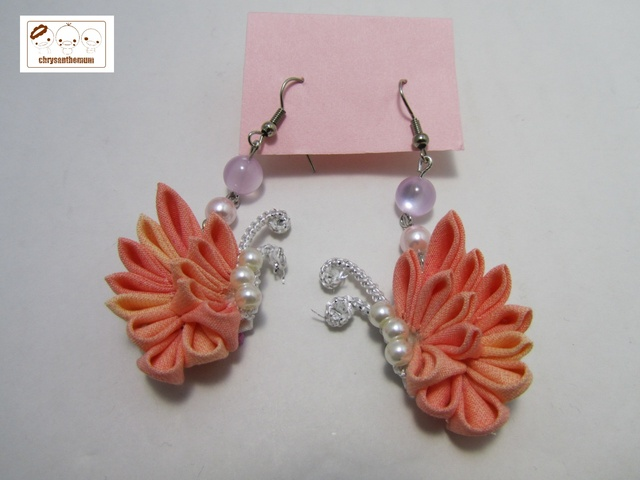 【NEW!】つまみ細工の蝶々ピアス ピンク