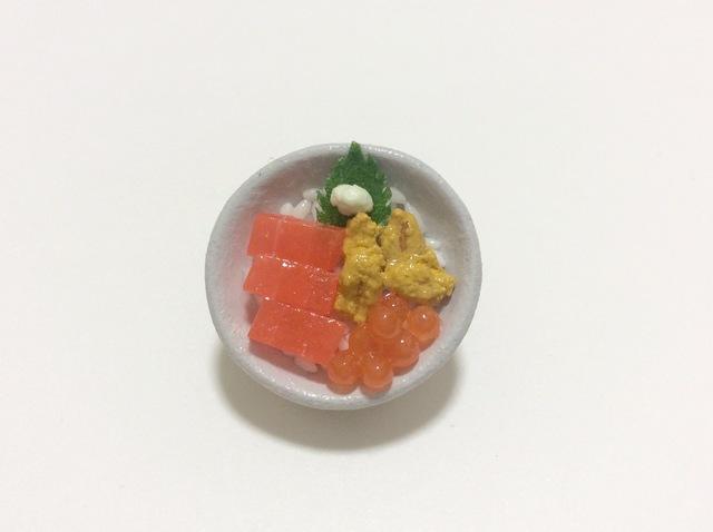海鮮丼のブローチ