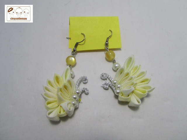 【NEW!】つまみ細工の蝶々ピアス 黄色