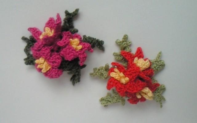 花のコサージュ 2色
