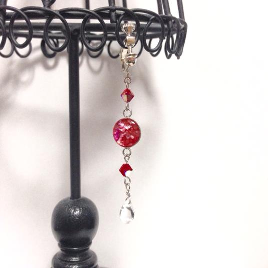 クラッシュシェルとしずく型ストーンのイヤリング(ピアスフック、ノンホールピアス変更可)