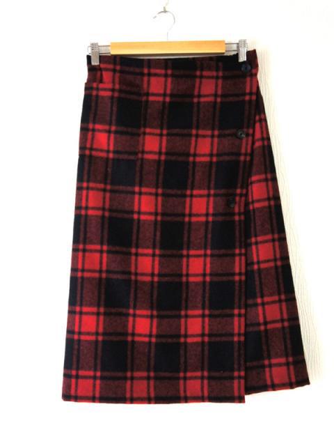 赤い純毛の巻きスカート