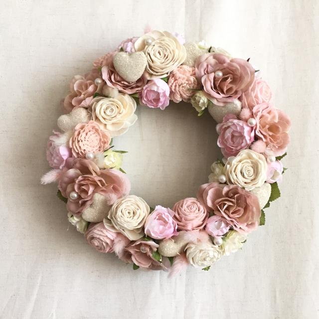 ぷっくりハートとピンクのお花のリース