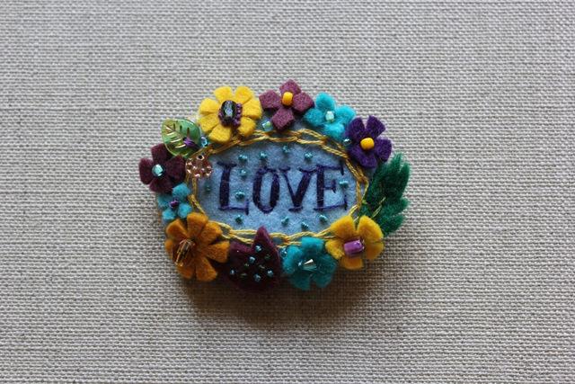 愛の花輪ブローチ ワイキキ