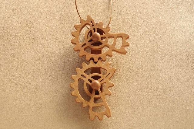 三段歯車のネックレス