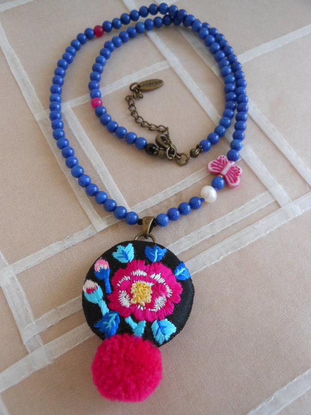 牡丹刺繍ネックレス
