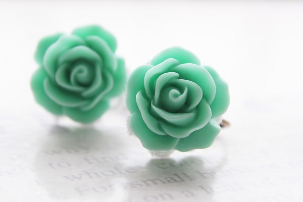 オーダー品☆薔薇のイヤリング(エメラルドグリーン)