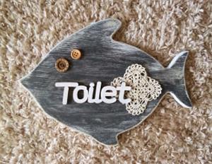 黒板色のお魚トイレサインボード