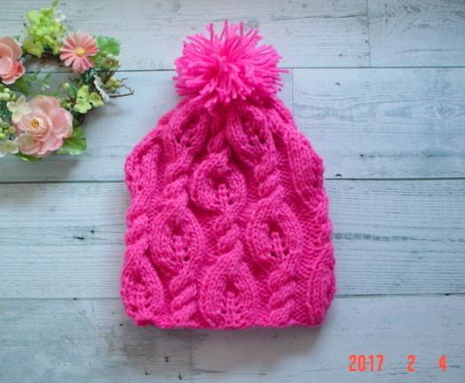 鮮やかピンクの毛糸のポンポン付のknit...
