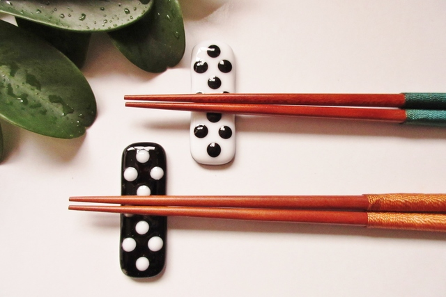 ポツポツ模様の箸置き(2個セット)
