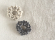 cashmere  floret circle brooch /white