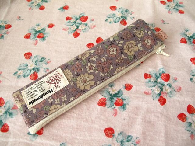 *YUWAレトロな花柄のプチペンケース*...
