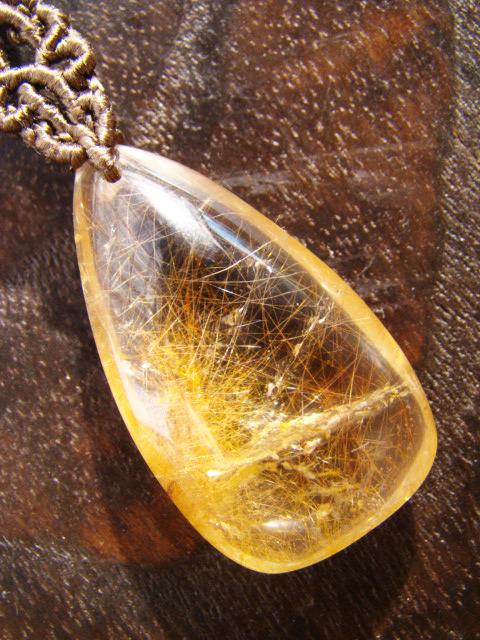 ルチルクォーツとシルクコードのマクラメ編み 天然石ネックレス