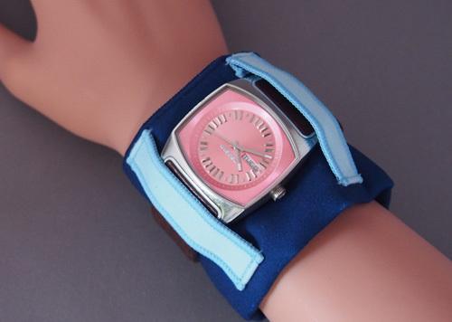 腕時計の汗とりアームハンカチ(紺×水色)
