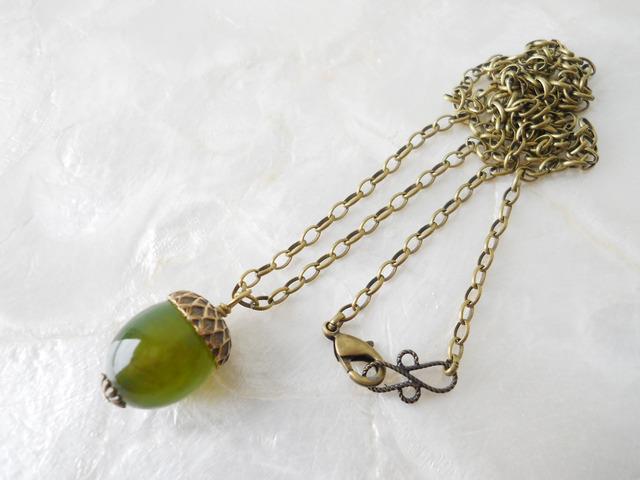 【再販】グリーンマーブルのどんぐりネックレス