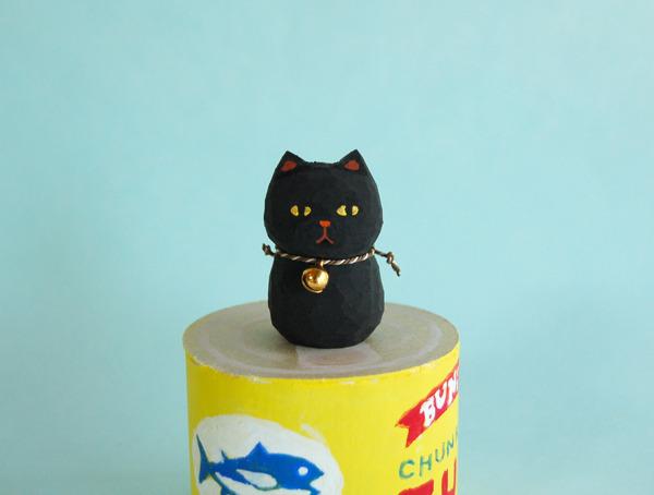 木彫り人形  黒猫 鈴付き  [MWF-058]