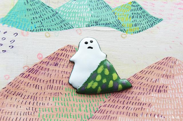 山とおばけのエナメルブローチ(七宝焼)