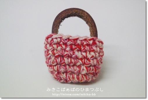 【sale!】040:かばんブローチ*赤【送料無料】