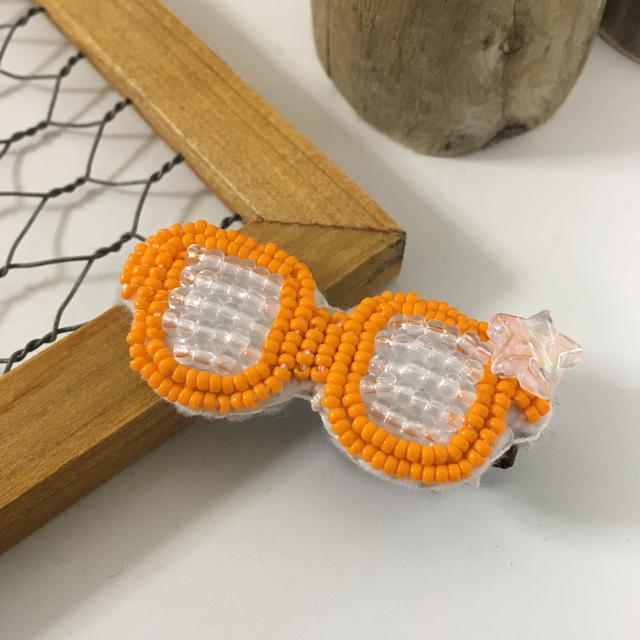 ビーズ刺繍のメガネクリップ