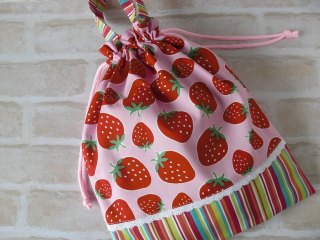 入園入学★お着替え袋★大きなイチゴ