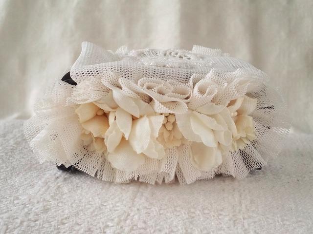 チュールと染め花のワニクリップ(オフホワイト)
