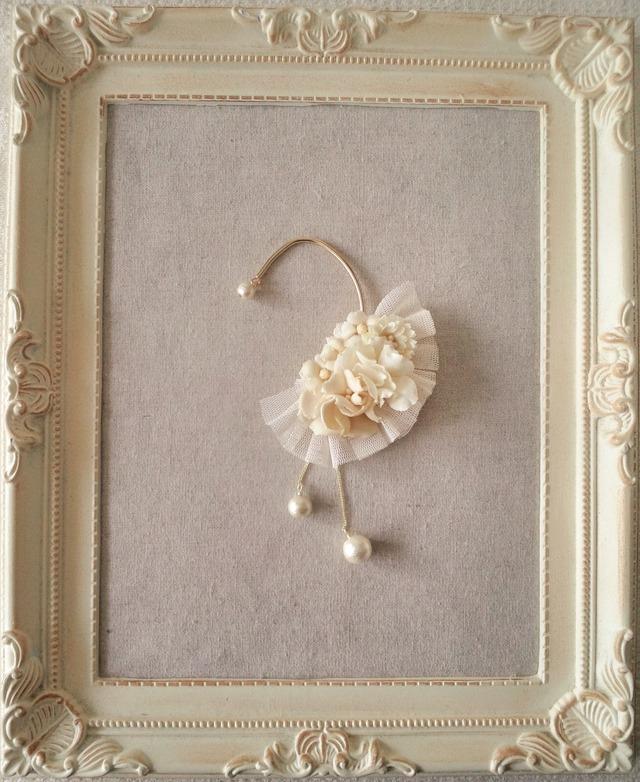 染め花とコットンパールのイヤーフック(オフホワイト)