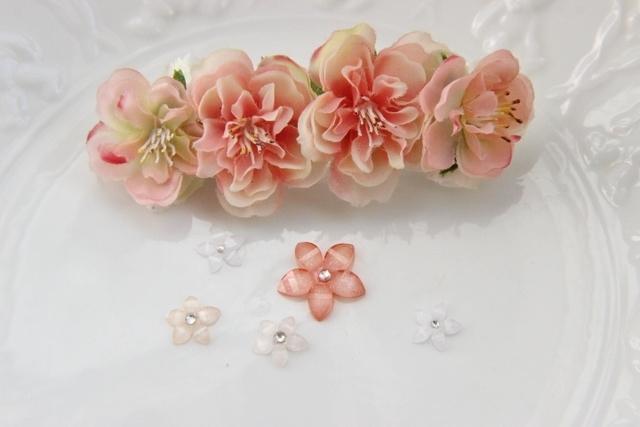 ももの花のバレッタ