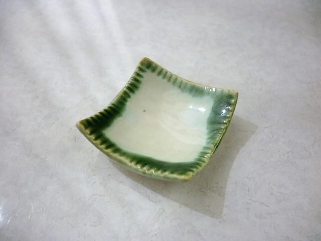 ミニチュア陶器☆和食器☆ 緑囲み四角鉢