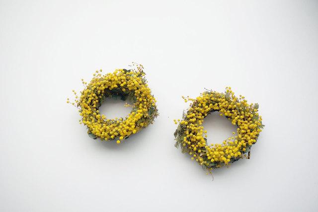 花とつぼみのミモザのリース_oo