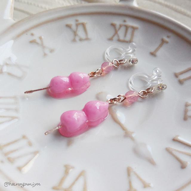 ピンクのいちご飴の樹脂ノンホールピアス
