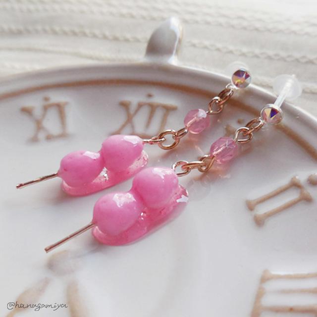 ピンクのいちご飴の樹脂ポストピアス