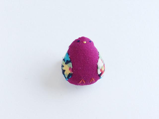 小鳥のブローチ(えんじ)