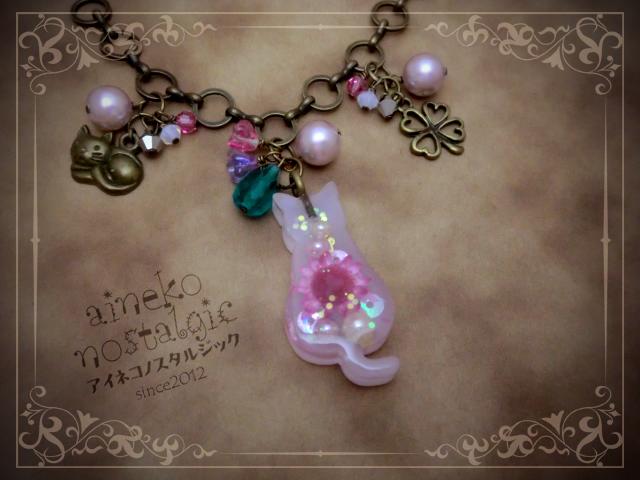 猫モチーフ 猫のバッグチャーム/お座りぽちゃ猫 紫