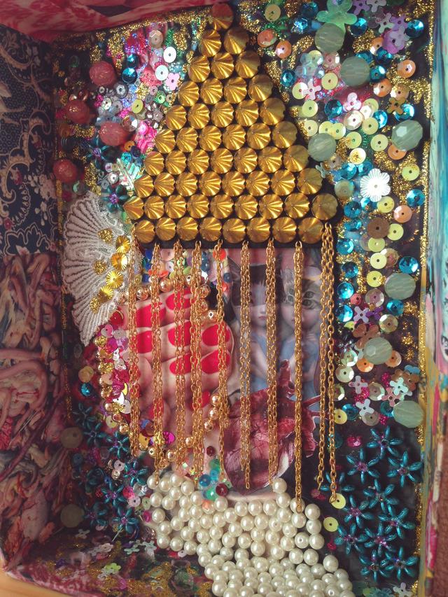 箱コラージュ「真珠と少女」