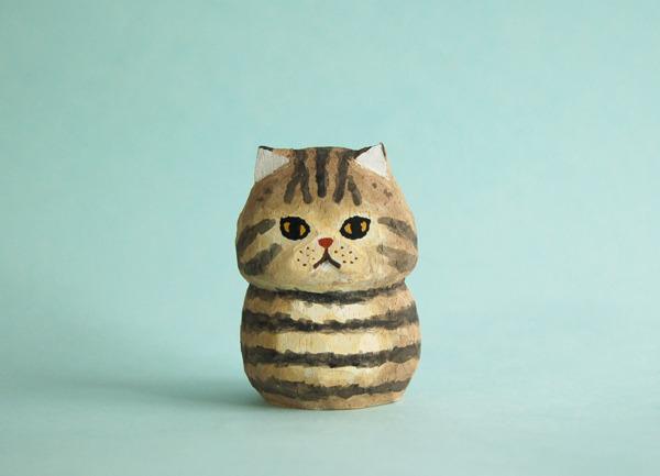 木彫り人形ねこ  こげ茶トラ  [MWF-064]