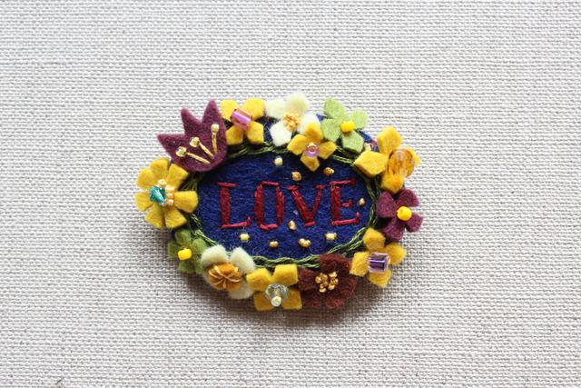 愛の花輪ブローチ ラナイ