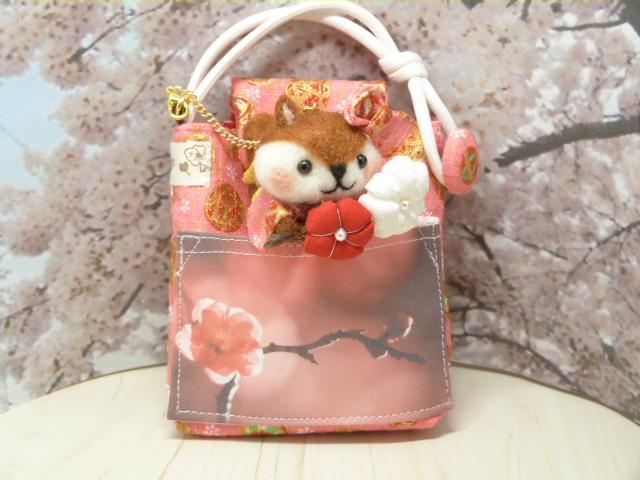 梅の花のミニポーチ★梅の花を持ったリス