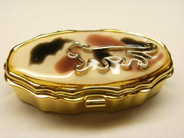 三毛猫 ピルケース(ゴールドオーバル型)