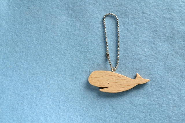 クジラ 木のキーホルダー