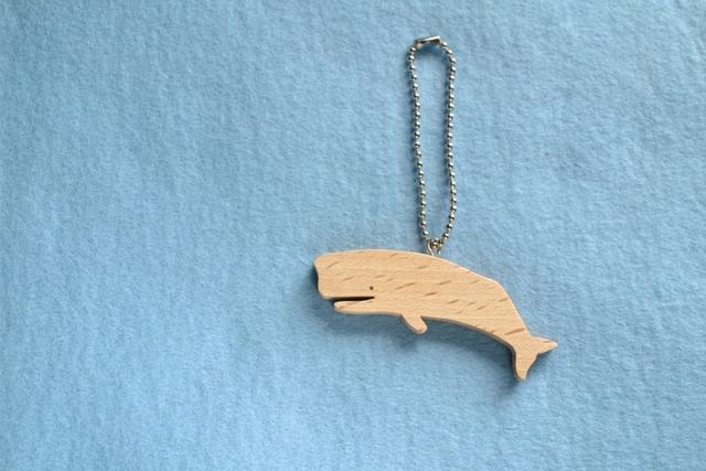 マッコウクジラ 木のキーホルダー
