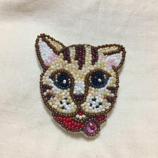 ビーズ刺繍のネコさんブローチ