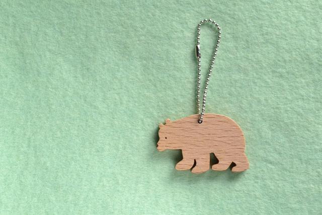 クマ 木のキーホルダー