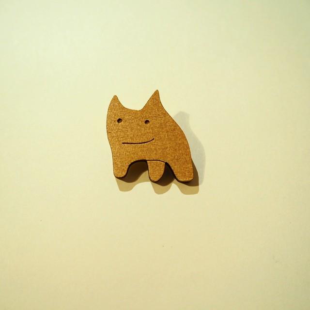 木製ナニカくんブローチ
