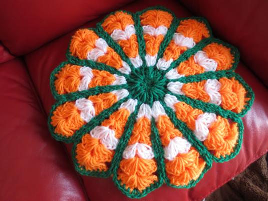 レトロな鍵編みお花の座布団☆送料込み
