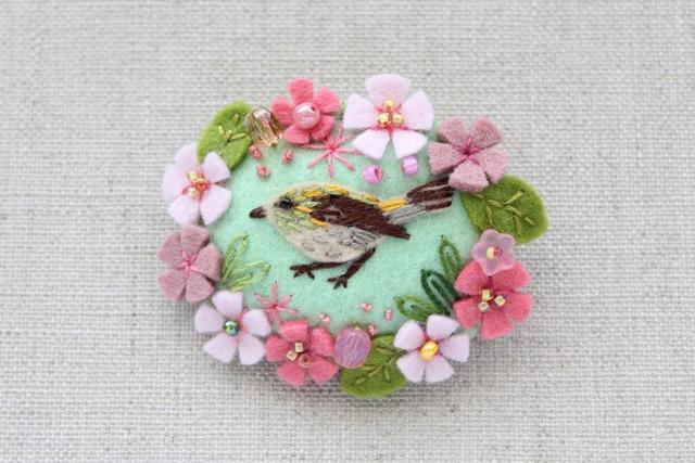 花輪フェルトブローチ 桜とうぐいす