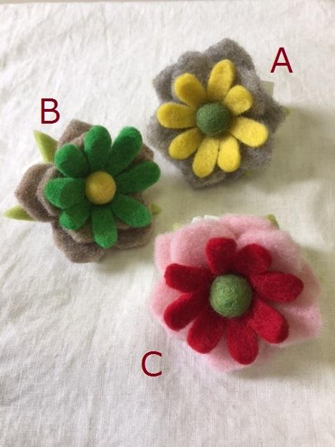 ウールで出来たお花のブローチ(no.98)