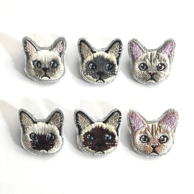 シャム猫のミニ刺繍ブローチ