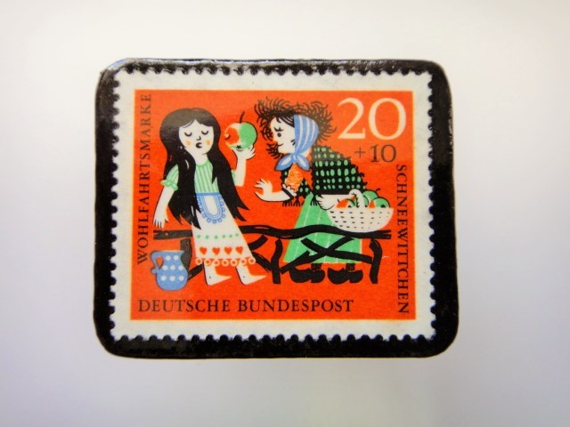 ドイツ 白雪姫切手ブローチ2277